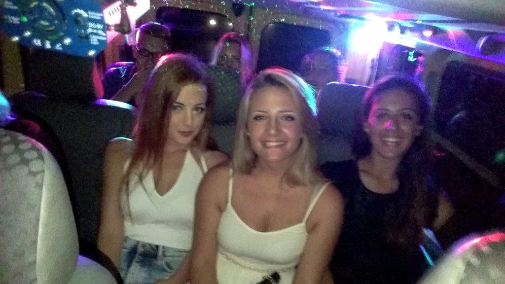 Comitiva sul nostro disco taxi Salento si recano a ballare